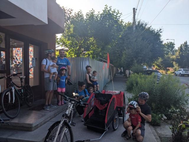 La plimbare cu cei mici pe biciclete