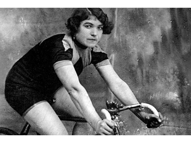 The devil in a dress: The woman who raced the Giro d`Italia